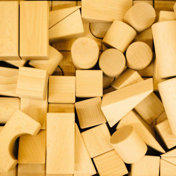 知育玩具は木工で・・