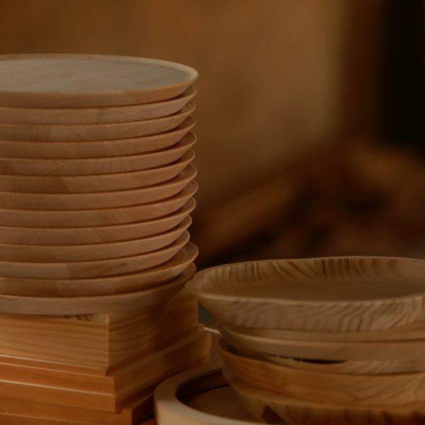 上質な木材を使用し、細部まで作り込みます。